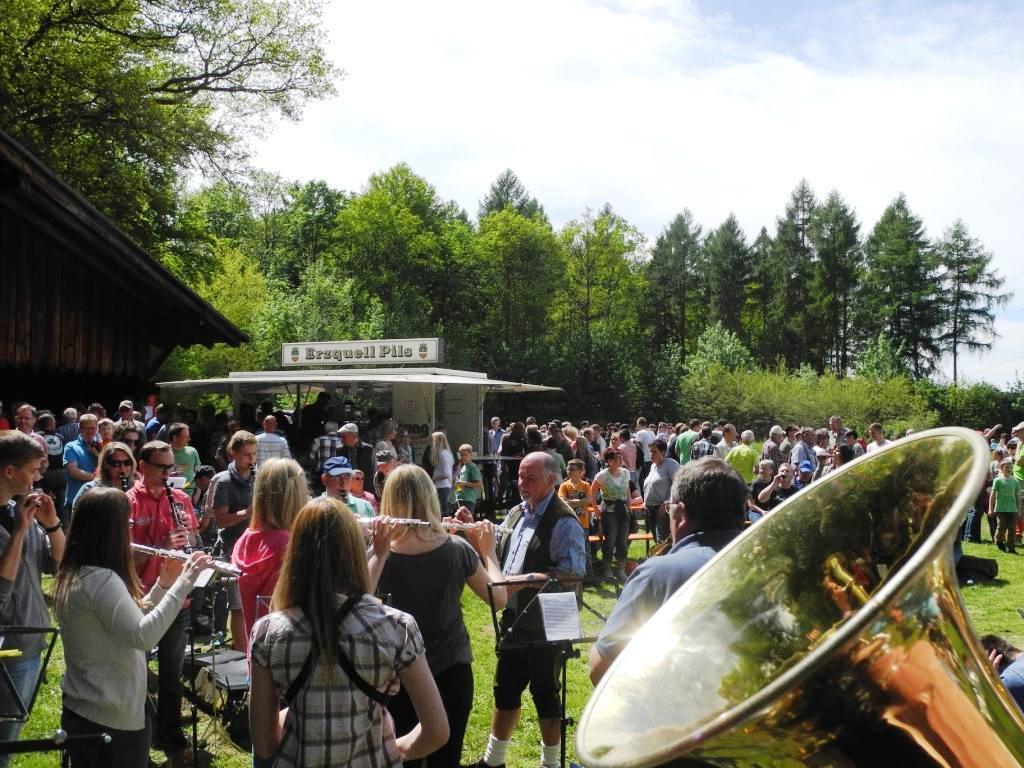 Foto 2 Derscher Fichten 2015 Orchester mit Dirigent